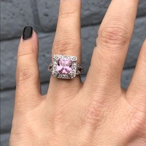 Jewelry - Pink statement ring